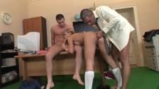 Seks na biurku z blond laseczką