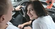 Ssanie kutasa w samochodzie