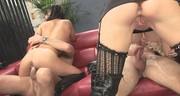 Seks na skórzanej kanapie z dwiema dupciami