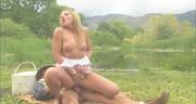 Seks w plenerze z nagą blondi