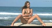Znakomite ciałko modelki na plaży