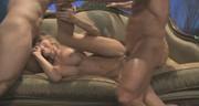 Seks na sofie z boską mamusią