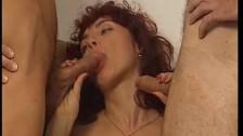 Retro brunetka lubi ssać kutasy