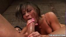 Porno Azjatka zajmuje się długim penisem