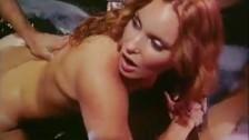 Ruda jęczy podczas seksu od tylca