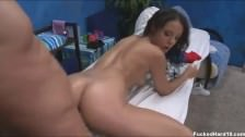 Dziewczyna lubi seks podczas masażu