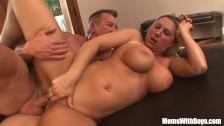 Nabrzmiałe piersi porno gwiazdy