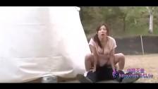 Seks z naturalnie cycatą babką pod gołym niebem