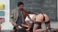 Piękna studentka ma ochotę na nauczyciela
