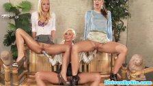 Lesbijki z rozłożonymi nóżkami