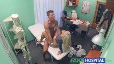 Seksik w szpitalu ze słodką blondi