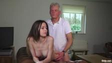 Seks z malutka i gorącą niunią