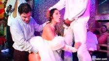 Seks na gorącej imprezce z kuszącymi trzydziestkami