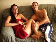 Para chędoży się na kanapie