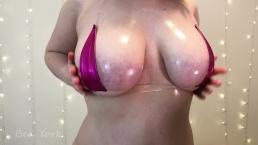 Naoliwione ciałko suczki w bikini