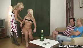 Mama i córa mają ochotę na seks