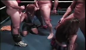 Laski ciągną fiuty na ringu