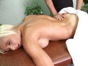 Słodka gwiazdka Jessica Lynn i masażysta